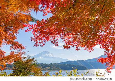 Mt.Fuji in Autumn 33062410