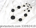 white, black, othello 33092410