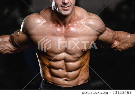 Caucasian sexy fitness model in gym close up abs. 33118468