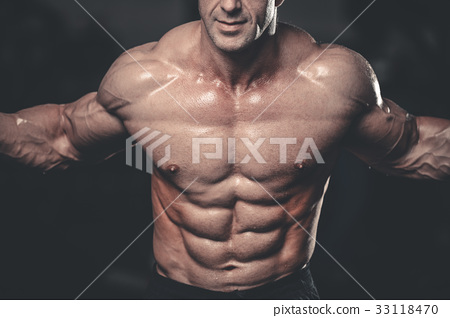 Caucasian sexy fitness model in gym close up abs. 33118470
