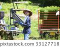 准备的妇女种植米 33127718