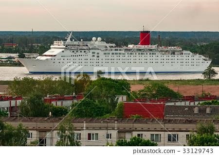 White cruise liner 33129743