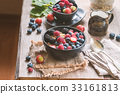 homemade oatmeal with berries 33161813