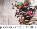 homemade oatmeal with berries 33161817