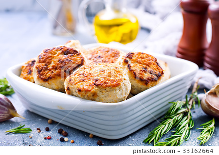 chicken cutlets 33162664