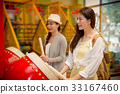 students going to the amusement park together 33167460