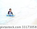 เด็กที่สนุกกับการว่ายน้ำ 33173058