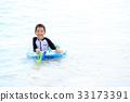 เด็กที่สนุกกับการว่ายน้ำ 33173391