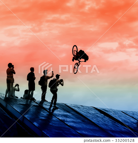 Extrem Sport and risk. Silhouette of young man 33200528