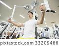 체육관에서 운동하는 남성 33209466
