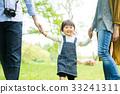 在公园里玩的家庭 33241311