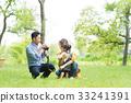 在公園裡玩的家庭 33241391