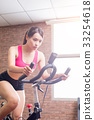woman use exercise bike 33254618