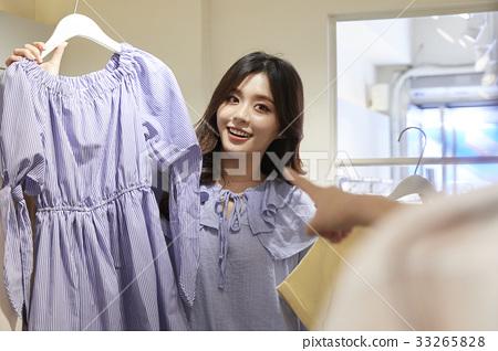 젊은여자,쇼핑,옷가게 33265828