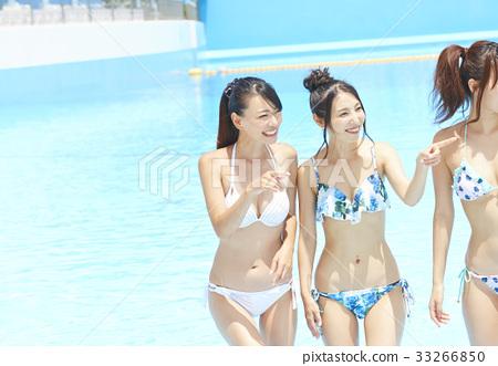 泳池度假村比基尼女朋友 33266850