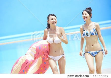女性朋友 游泳池 水池 33266865