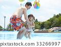 父母身份 父母和小孩 游泳池 33266997