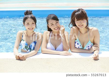 泳池度假村比基尼女朋友 33267013