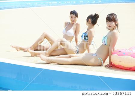 泳池度假村比基尼女朋友 33267113