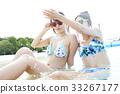 泳池度假村女朋友肖像 33267177