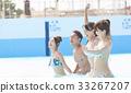 在游泳池中享受的男女 33267207