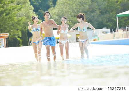 年轻人 游泳池 水池 33267218