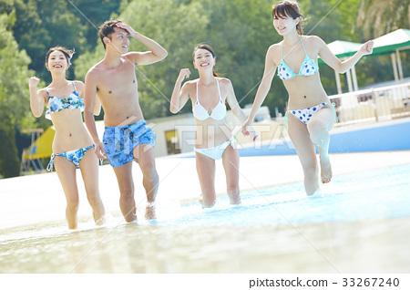 年轻人 游泳池 水池 33267240