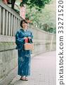 หญิงสาวในชุดยูกาตะ 33271520