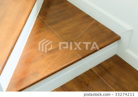 wood staircase 33274211