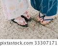 ผู้หญิงสองคนในชุดยูกาตะ 33307171