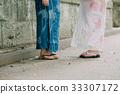 ผู้หญิงสองคนในชุดยูกาตะ 33307172