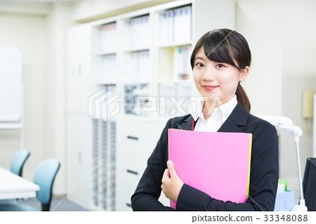 정장 차림의 여성 회사원 사무실 레이디 OL 신입 사원 신인 청순한 33348088