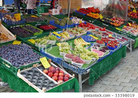 뉘른베르크 중앙 광장의 과일 가게 33398019