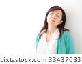 미들 여성 인물 33437083