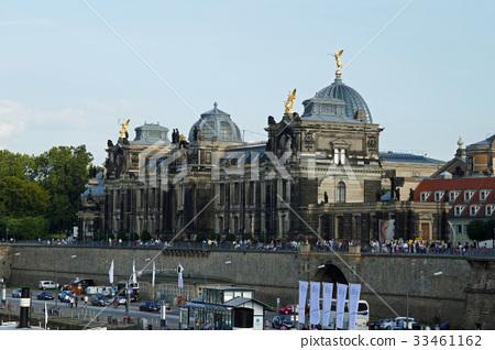 德累斯頓藝術大學建在Brühl露台上 33461162