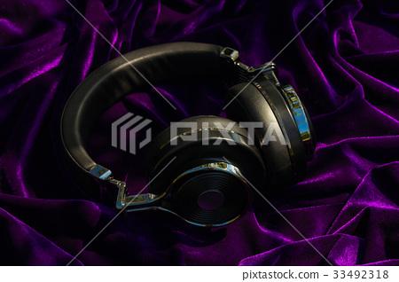wireless travel headphones 33492318