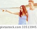 beach couple happy 33513945