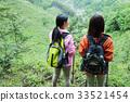 登山婦女山峰山的女孩遷徙 33521454