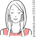스킨 케어를하고 미소 짓는 여성 A 33551192