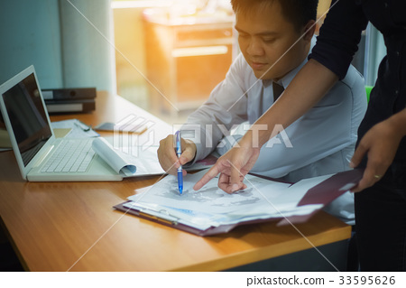 Clossup picture of a handsome businessman planning a laptop job 33595626