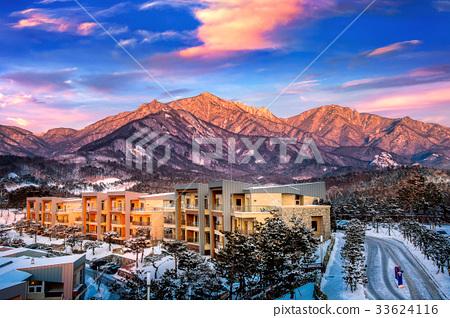 Seoraksan mountains in winter, South Korea. 33624116