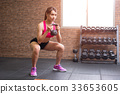 woman with kettlebell 33653605