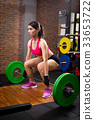 woman with deadlift 33653722