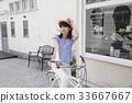 자전거를 타고 외출을하는 여성 33667667