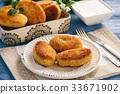 Potato croquettes stuffed with mozzarella  33671902