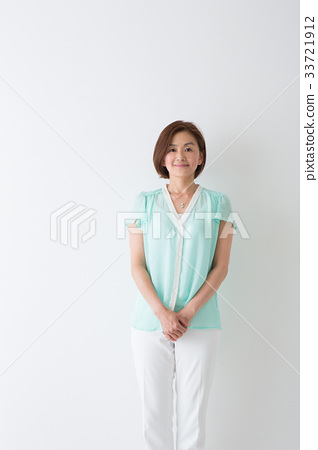 여성의 초상 33721912