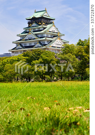 Osaka Castle from the Nishinomaru garden to see the castle tower