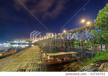 Famous wooden mon bridge in sangkhlaburi 33730701