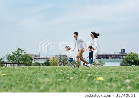 出去公園的家庭 33740051