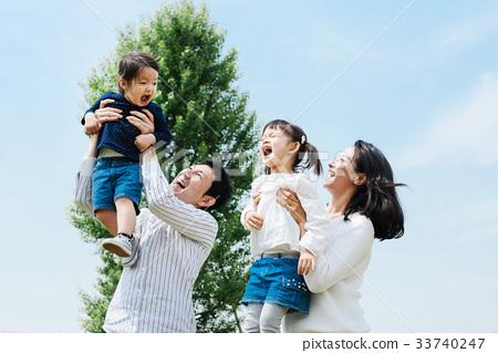 出去公园的家庭 33740247